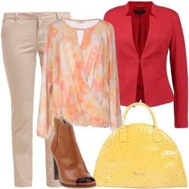 Outfit Pantaloni chino e tronchetti