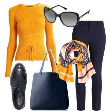 Outfit Giallo caldo per il giorno