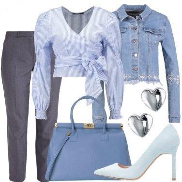 Outfit Azzurro sul grigio