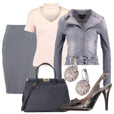 Outfit Spruzzi di cipria sul grigio