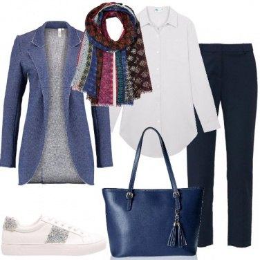 Outfit Comodamente in blu e bianco