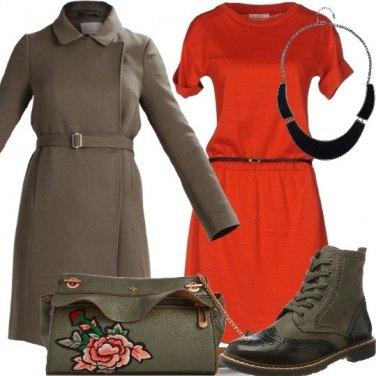 Outfit Vestito in maglia e capi Military