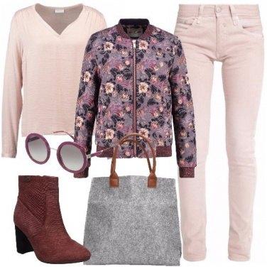 Outfit Il bomber a fiori