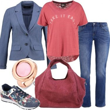 Outfit Jeans e sneakers floreali
