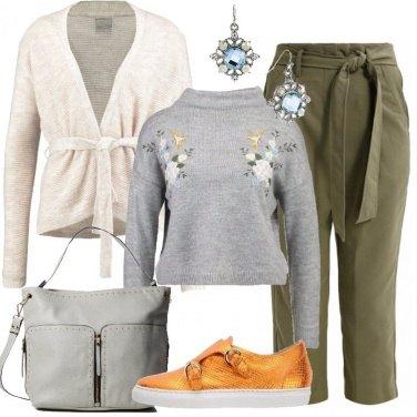 Outfit Il maglione grigio ricamato