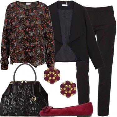 Outfit Camicia e borsa a fiori