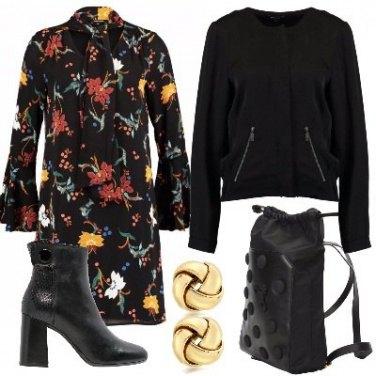 Outfit Abitino nero con fiori