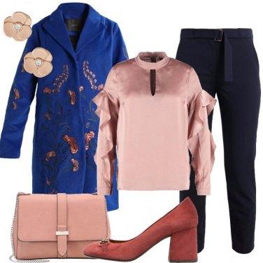 Outfit Il cappotto bluette ricamato