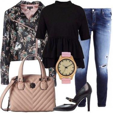 Outfit Fiori e dettagli rosa