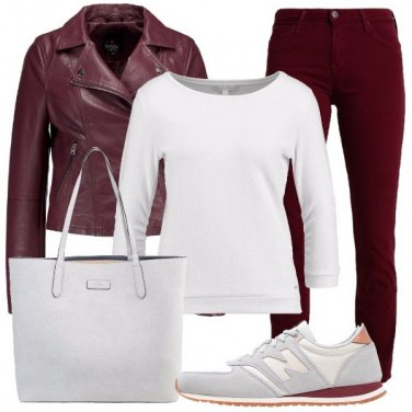 Outfit In bianco e bordeaux