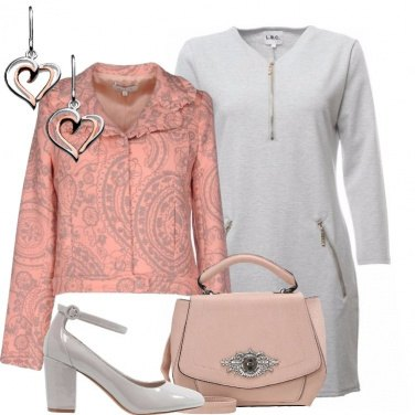 Outfit La giacca rosa in fantasia floreale