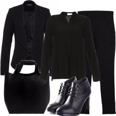 Outfit Nero con piccole stravaganze