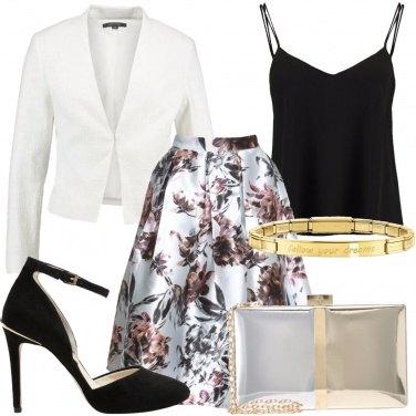 Outfit A cena fuori con il bracciale dorato