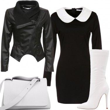Outfit Colletto bianco e calze a rete