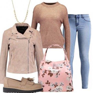 Outfit Colori caldi e jeans