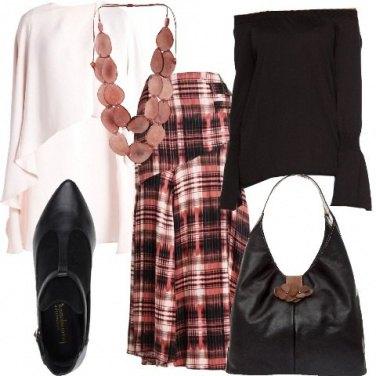 Outfit La mantella asimmetrica