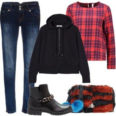 Outfit Borchie e pompon