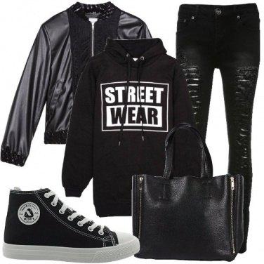 Outfit Nero e felpa