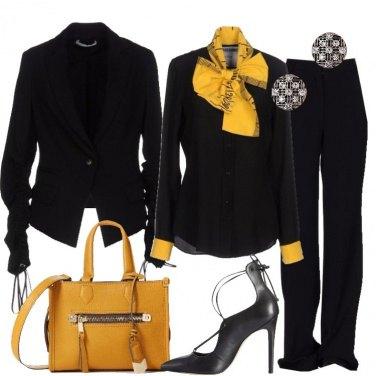 Outfit Lampi di giallo sul nero