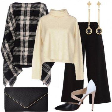 Outfit Pantaloni culotte e mantella a quadri