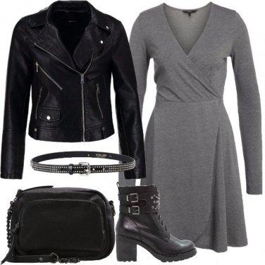 Outfit Borchie e calze a rete