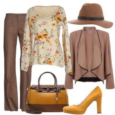 Outfit Fiori sulla felpa