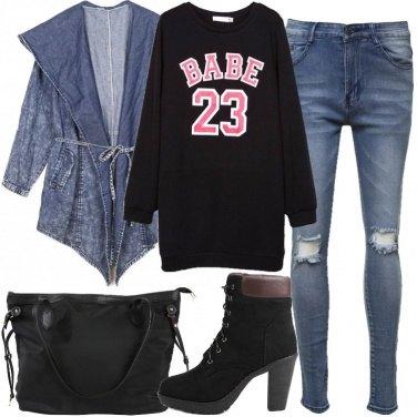 Outfit Felpa e tronchetti