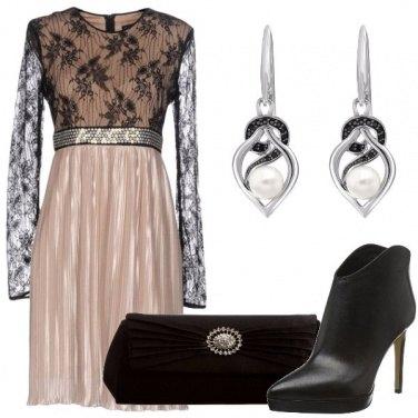 Outfit Pizzo e plissè