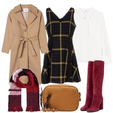 Outfit Vestito tartan e stivali rossi