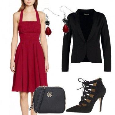 42fdfb209aa4 L abito rosso  outfit donna Chic per cerimonia e serata fuori