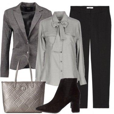 Outfit Camicia con fiocco