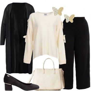 Outfit Il pullover crema con i fiocchi