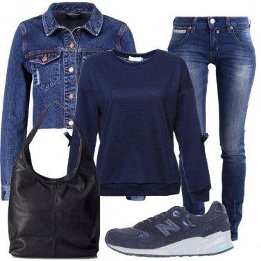 Outfit Felpa, jeans e scarpette
