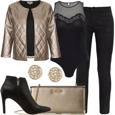 Outfit La clutch dorata