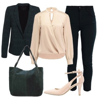 Outfit In verde e nude