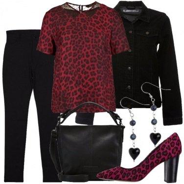Outfit Animalier rosso e nero
