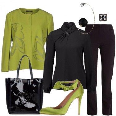 Outfit Nero e verde acido