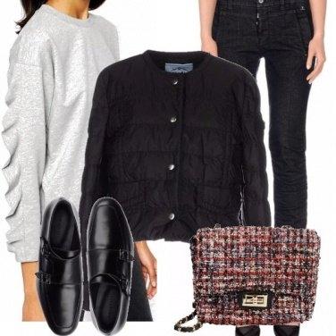 Outfit Felpa svolazzante e borsa in tweed