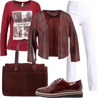 Outfit Sportiva in bianco e bordeaux