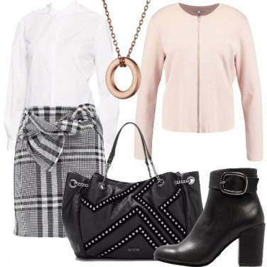 Outfit Minigonna e stivaletti