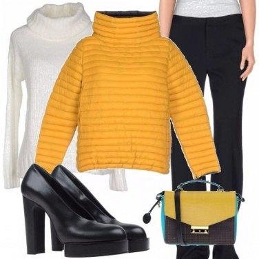 Outfit Giallo e avvolgente