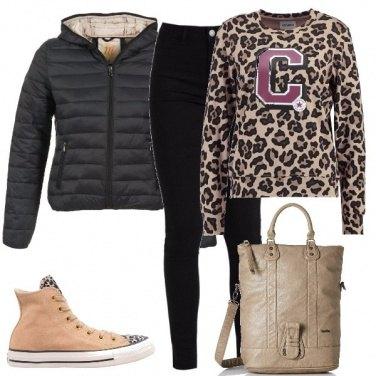 Outfit Maglietta e sneakers