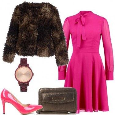 Outfit Vestito e pelliccia ecologica