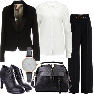 Outfit Pantalone a zampa e vita alta