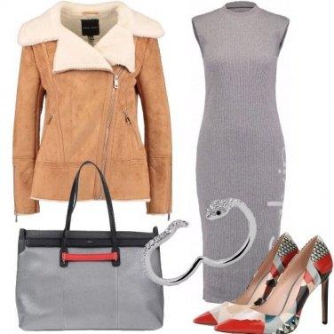 Outfit Tacchi alti e tubino grifato