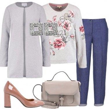 Outfit Pantalone blu classico