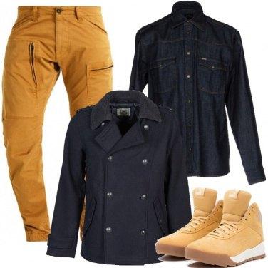 Outfit Blu e giallo sportivo