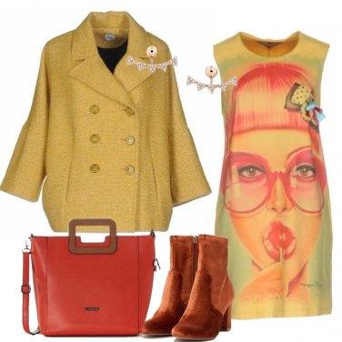 Outfit Il vestito giallo a trapezio