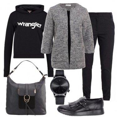 Outfit La felpa sotto la giacca