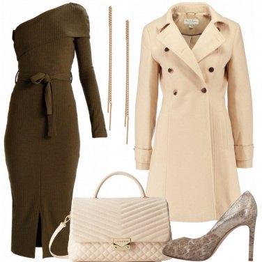Outfit L\'abito monospalla in maglia